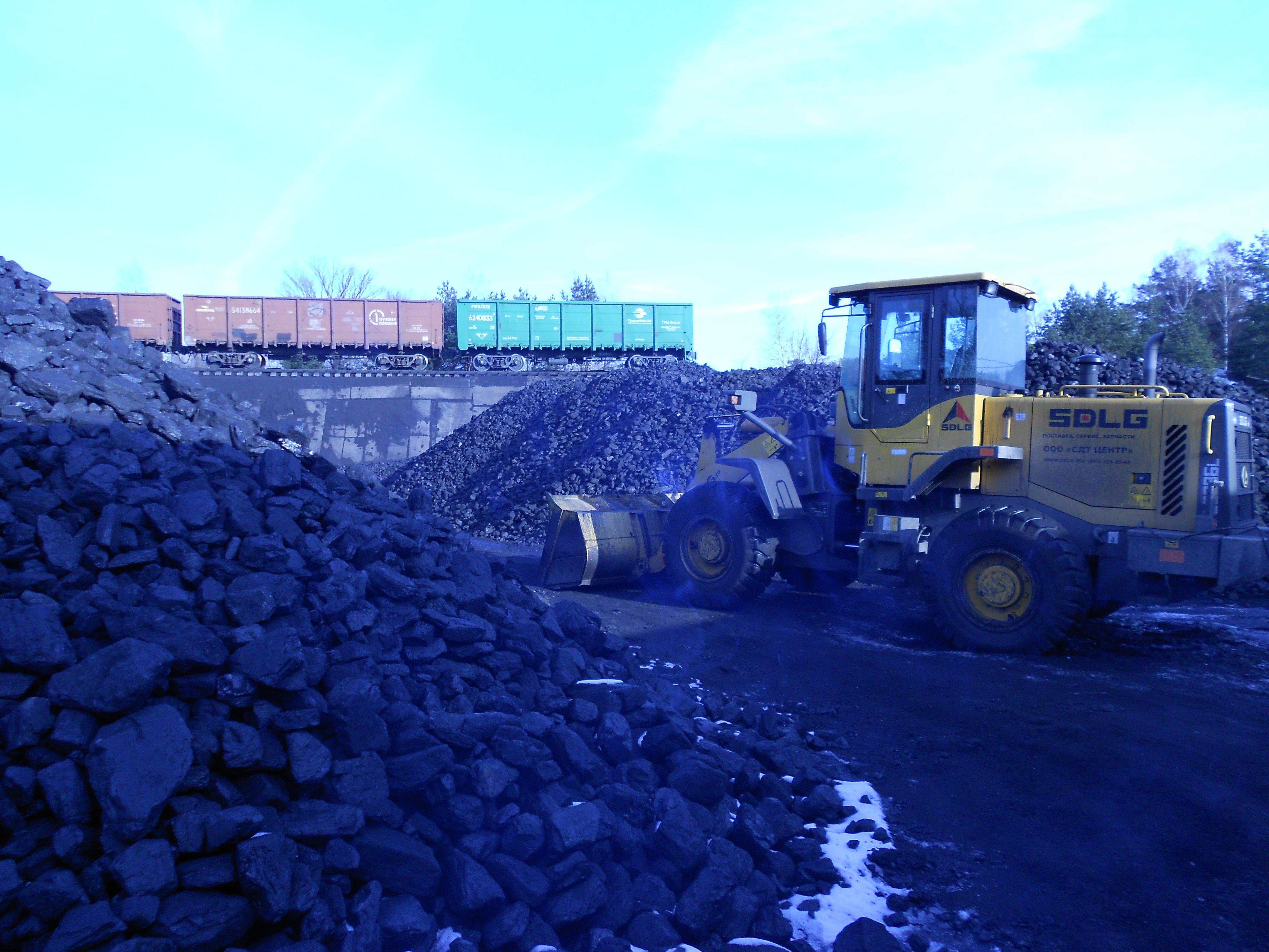 Уголь, рабочие будни.